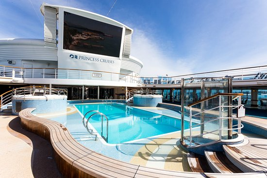 The Neptune's Reef and Pool on Star Princess