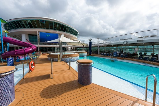 The Main Pool on Adventure of the Seas