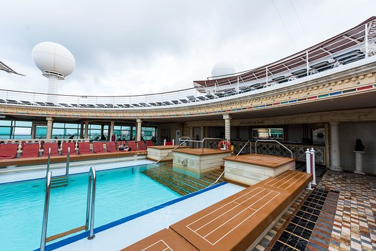The Solarium Pool on Adventure of the Seas