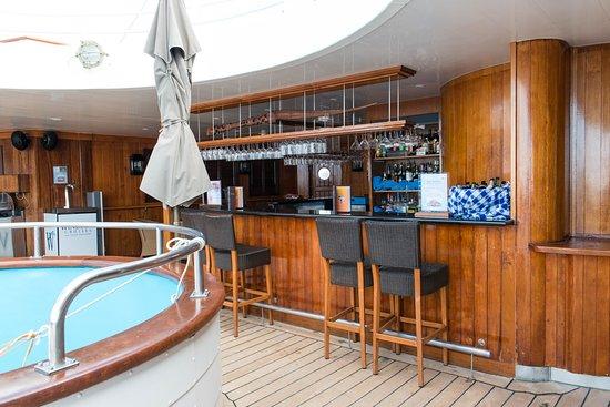 Pool Bar on Wind Star