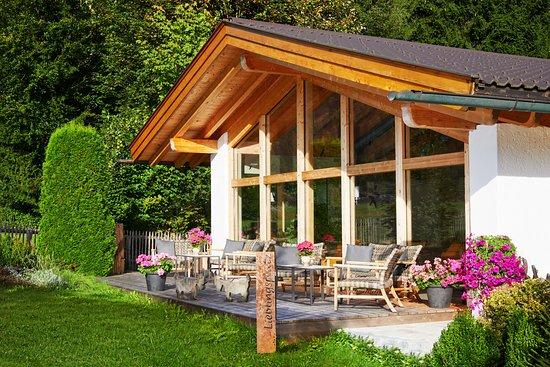 Lounge Terrasse mit freiem Bergblick