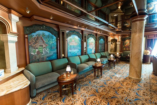 Explorers Lounge on Island Princess
