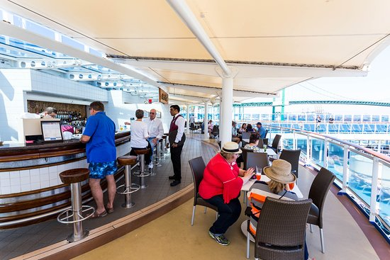 The Bar and Grill on Island Princess