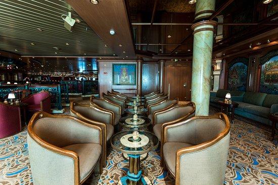 Explorers Lounge on Island Princess