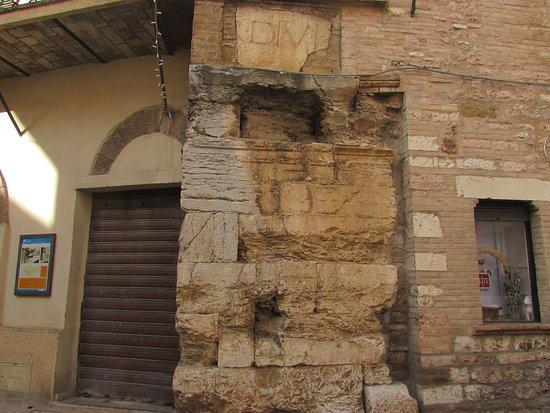 Fondamenta Arco di Augusto