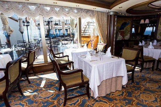 Queens Grill on Queen Victoria