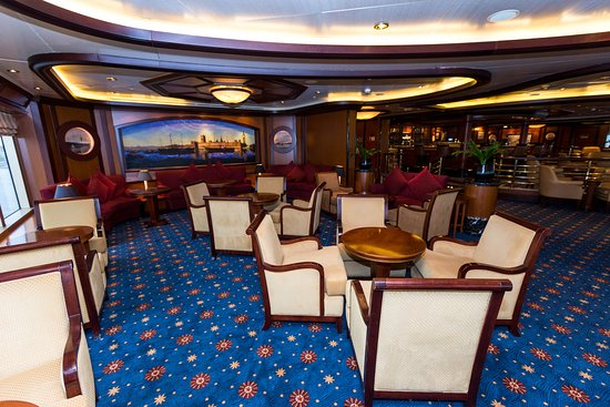 Commodore Club on Queen Victoria