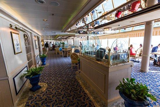 Lido Restaurant on Queen Victoria
