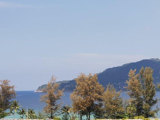 Absolute Twin Sands Resort & Spa: Vue sur la baie depuis la chambre (zoom)
