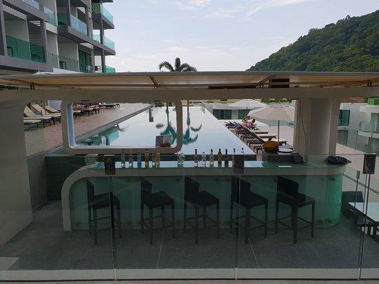Absolute Twin Sands Resort & Spa: Bar devant une des piscines