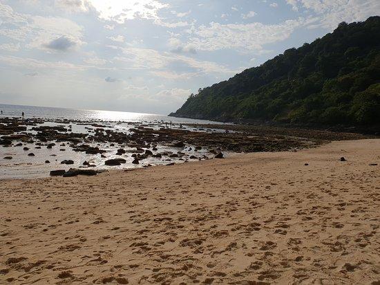 Absolute Twin Sands Resort & Spa: La plage Merlin à marée basse où l'on accède directement à pied depuis l'hôtel
