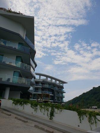 Absolute Twin Sands Resort & Spa: Vue sur les deux bâtiments les plus hauts