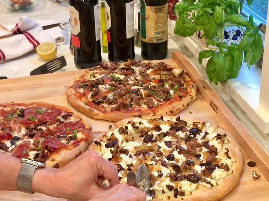 San Rafael, CA: Completed pizzas