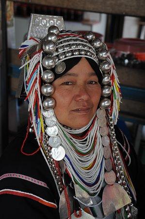 Donna Akha in un villaggio del Triangolo d'Oro - provincia di Chiang Rai - nord Thailandia.