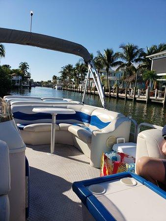 FMBeautiful Bay Company: Comfortable Pontoon boat