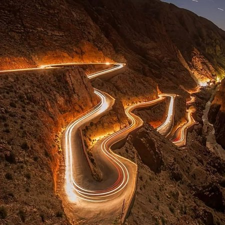 Boumalne Dades, Maroc : The Dades valley lies north of the town of Boumalne-Dadès and extends for about 100km to the Todra Gorges 🎆