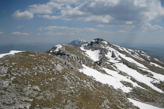 徒步穿越Velez山,探索前南斯拉夫军队的地下避难所