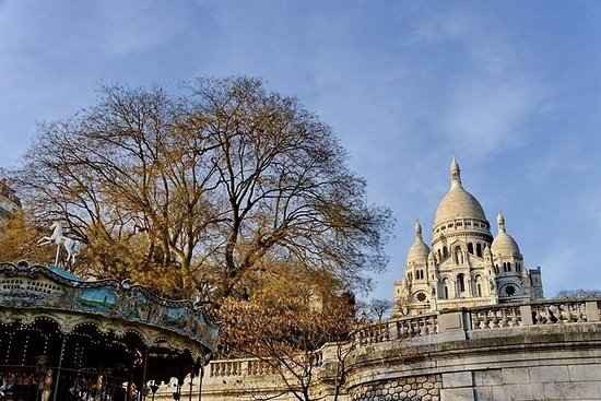 Walking tour of Montmartre and tea time in a secret garden - with local guide: Walking tour of Montmartre & Garden tea time - Private tour with an expert guide