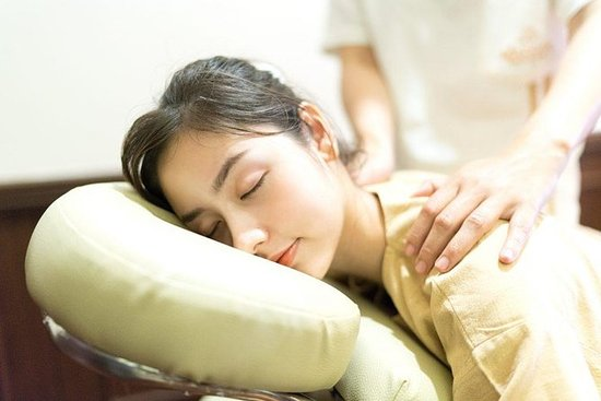 1 Hr Neck & Shoulder Massage Makkha...