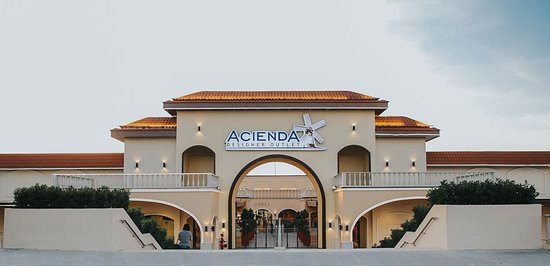 Silang, Filippine: Acienda Designer Outlet is the first true international outlet mall in the Philippines.