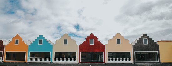 Silang, Filipinas: Acienda Designer Outlet is the first true international outlet mall in the Philippines.