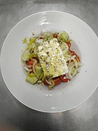 Psitopoleio Pezodromos Pavlis: Χωριάτικη  σαλάτα