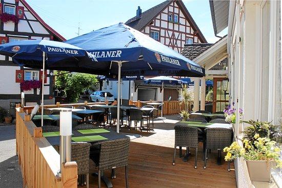 Ohningen, Γερμανία: Gartenterrasse und Biergarten