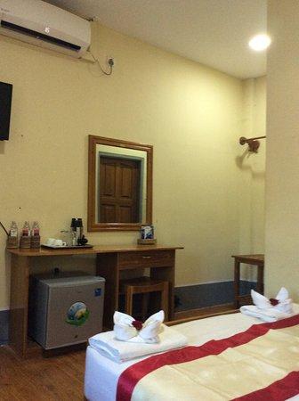 Pleasant House Motel Picture