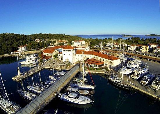 Marina Frapa Resort Rogoznica - Hotel Otok