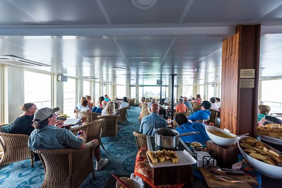 Photo Slideshow Presentation in the Lounge on Safari Voyager