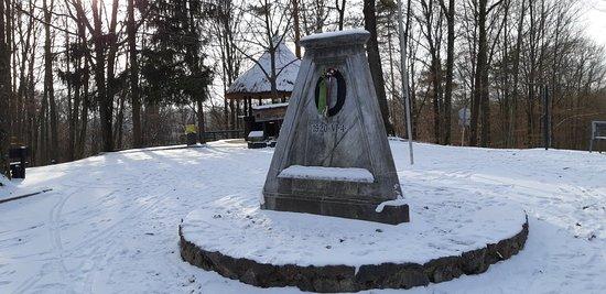 Felsoszolnok, ฮังการี: Hármashatár-kő