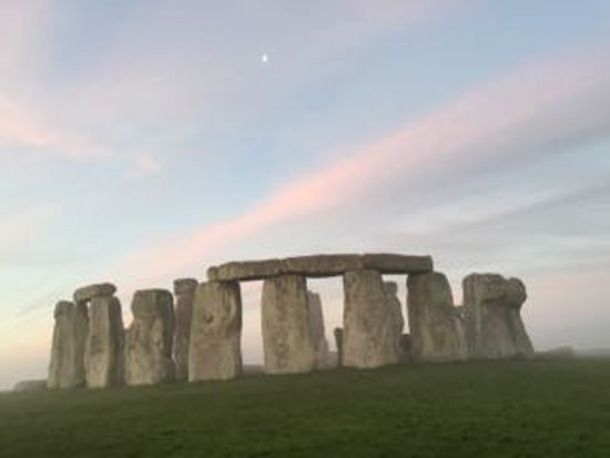 Salisbury & Stonehenge Guided Tours: Stonehenge winter sunrise