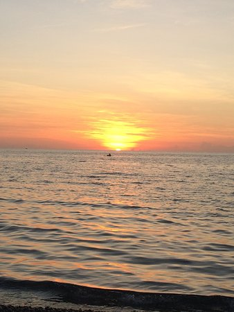 Ampana, อินโดนีเซีย: Beautiful Sunset