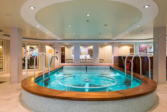The Mandara Spa Pool on Norwegian Pearl