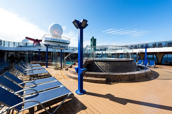 The Camelot Forward Pool on Carnival Legend