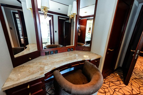 The Penthouse Suite on Celebrity Summit
