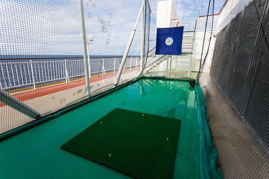 Golf on Norwegian Jade