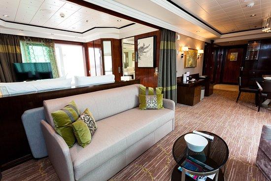 The Haven Deluxe Owner's Suite on Norwegian Jade