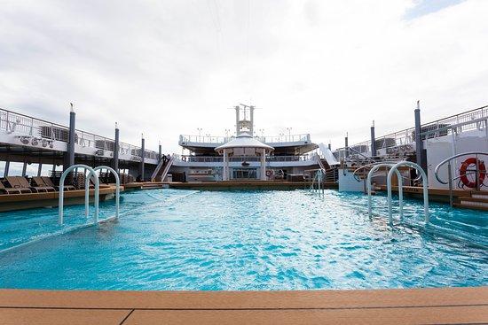 The Main Pool on Norwegian Jade