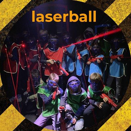 Levallois-Perret, Francja: Laserball de Levallois