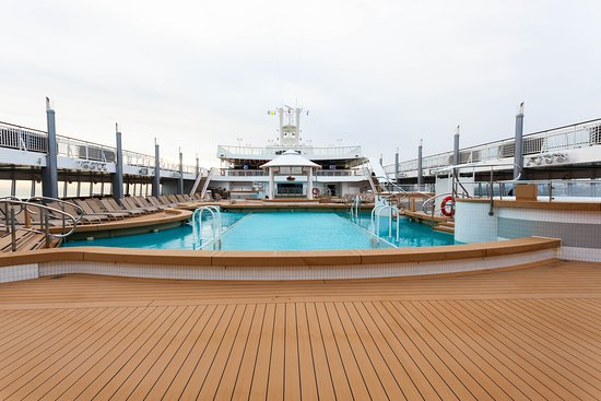 The Main Pool on Norwegian Jade