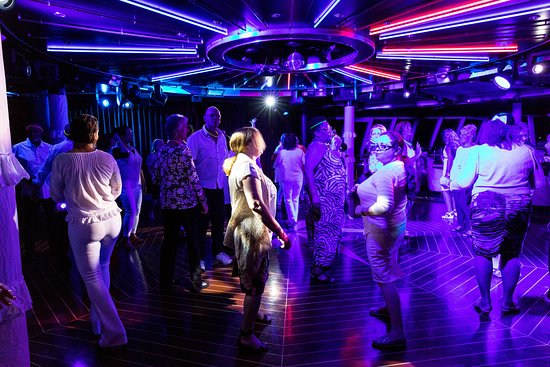 White Hot Party at Spinnaker Lounge on Norwegian Jade
