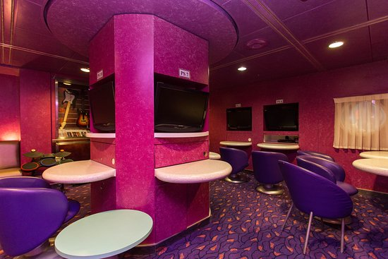 Remix Teen Lounge on Coral Princess