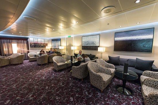 Stars Lounge on Seven Seas Navigator