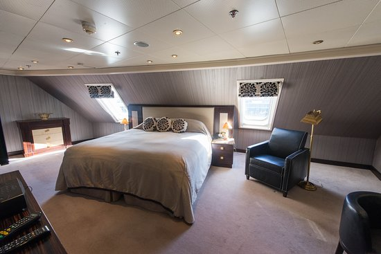 The Master Suite on Seven Seas Navigator