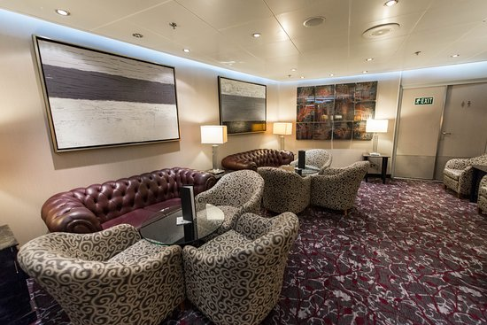 Stars Lounge on Seven Seas Navigator