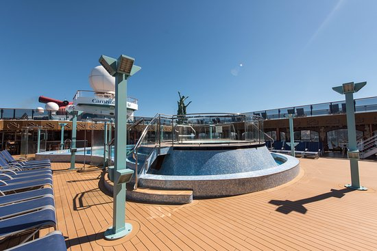 Sirens Forward Pool on Carnival Miracle