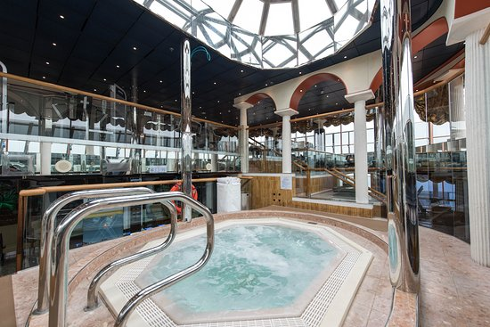 Spa Pool on Carnival Miracle