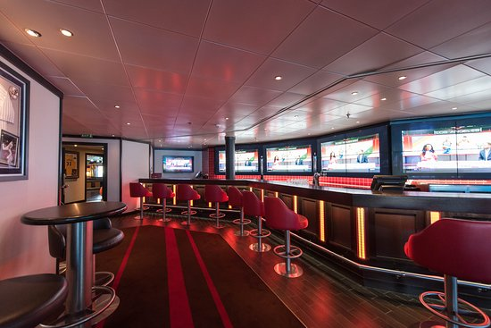 SkyBox Sports Bar on Carnival Miracle