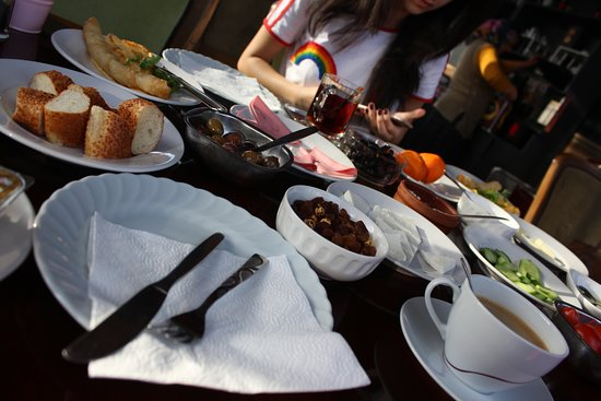 Bellamaritimo Hotel: Filling breakfast and unlimited tea and coffee!